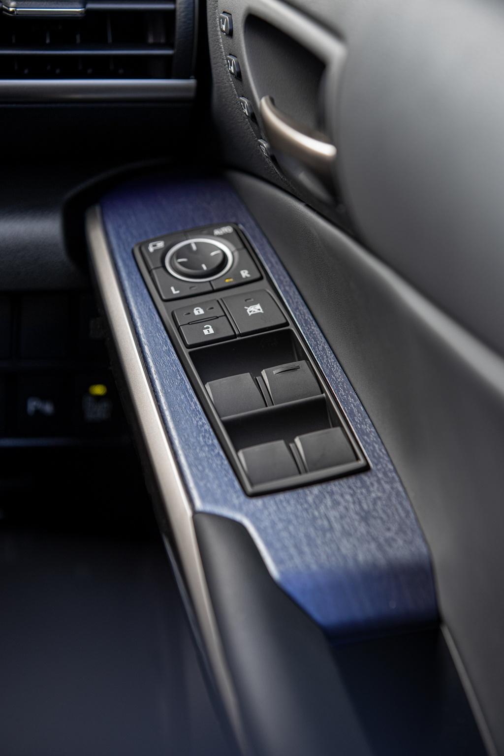 Lexus IS 300 va 350 ra mat phien ban dac biet, gioi han 150 chiec hinh anh 7 6_ISBlackLine.jpg