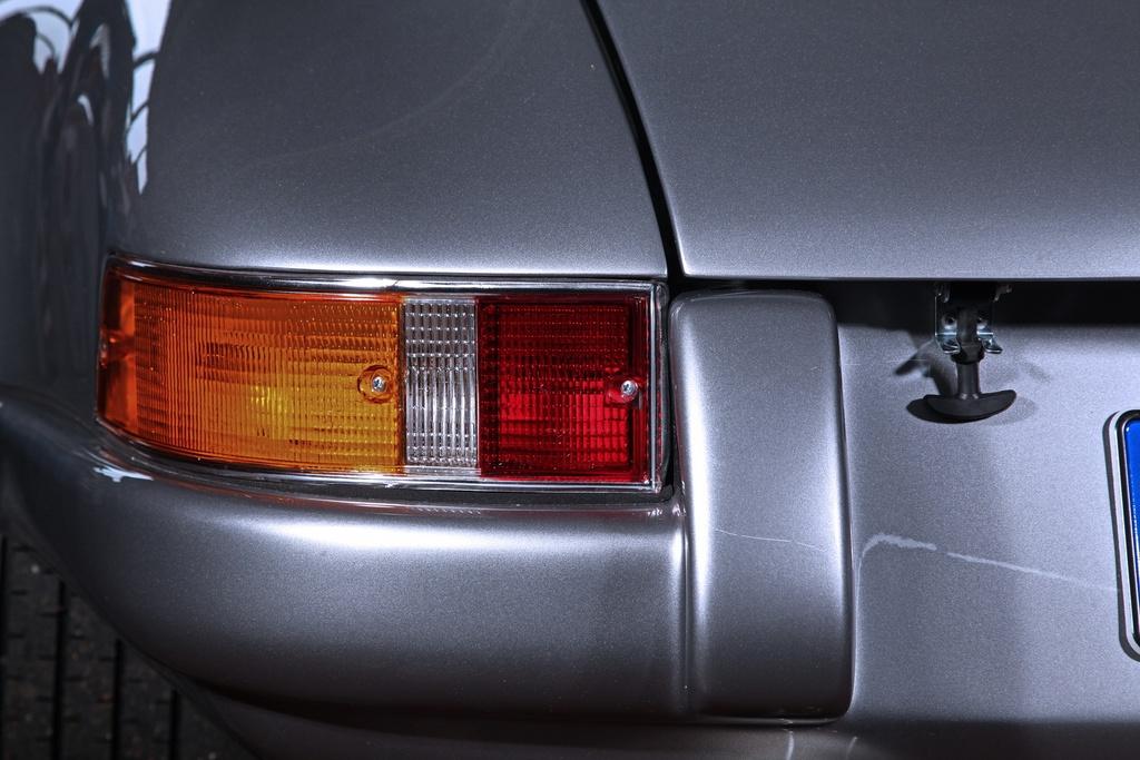 Porsche 911 doi 1985 do lai thanh xe co doi 1970 hinh anh 13 1985_porsche_911_tuning_dp_motorsports_10.jpg