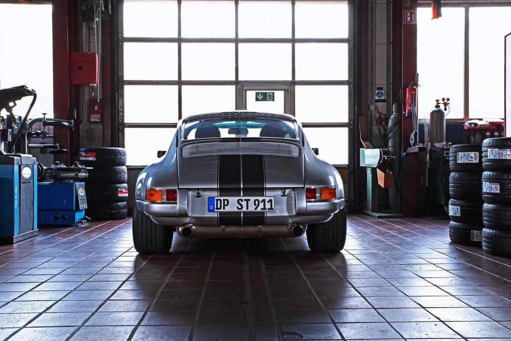 Porsche 911 doi 1985 do lai thanh xe co doi 1970 hinh anh 12 1985_porsche_911_tuning_dp_motorsports_6.jpg