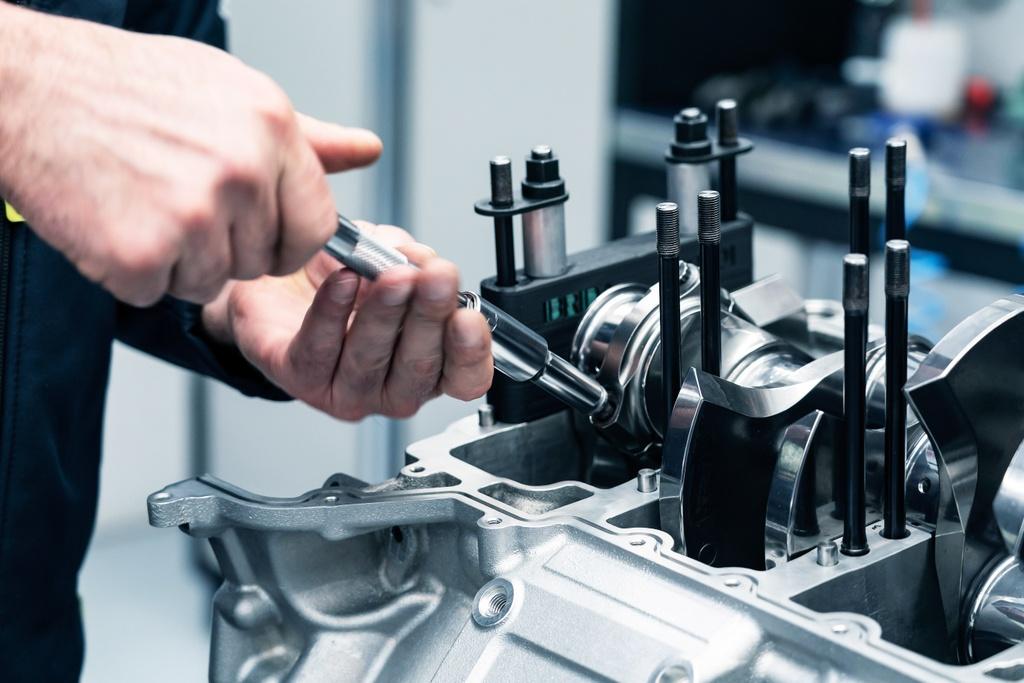 Aston Martin ra mat dong co manh hon 700 ma luc, nang chua den 200 kg hinh anh 6 Aston_Martins_new_3.0L_V6_Engine_10.jpg