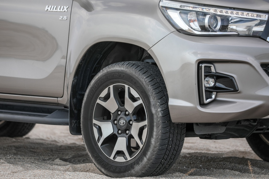 Ra mat Toyota Hilux the he moi - thay doi dien mao, tinh chinh dong co hinh anh 3 4_Hilux.jpg