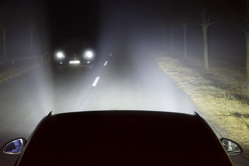 Nhat Ban la nuoc dau tien bat buoc oto trang bi den pha tu dong hinh anh 5 cars_headlights_7.jpg