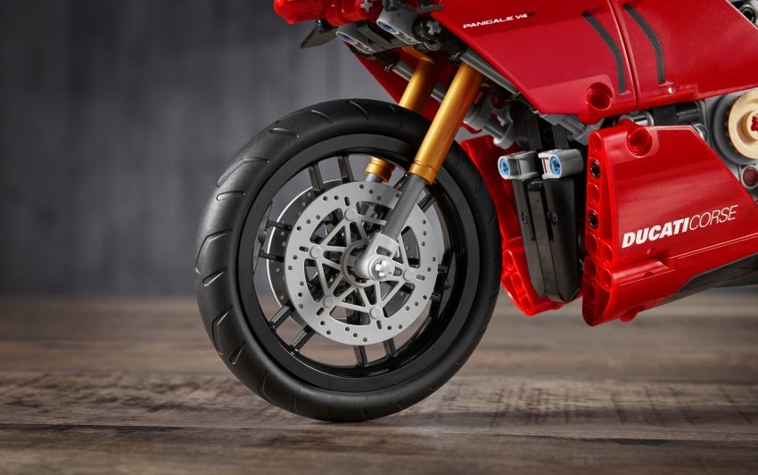 Ducati Panigale V4R phien ban Lego anh 2