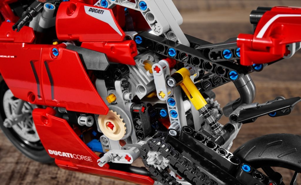 Ducati Panigale V4R phien ban Lego anh 3