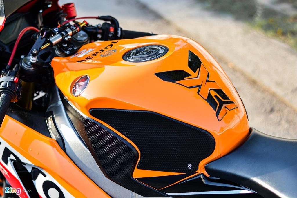 Honda CBR1000RR voi goi do hon 150 trieu cua dan choi TP.HCM hinh anh 9 17_HondaCBR1000RR_zing.jpg