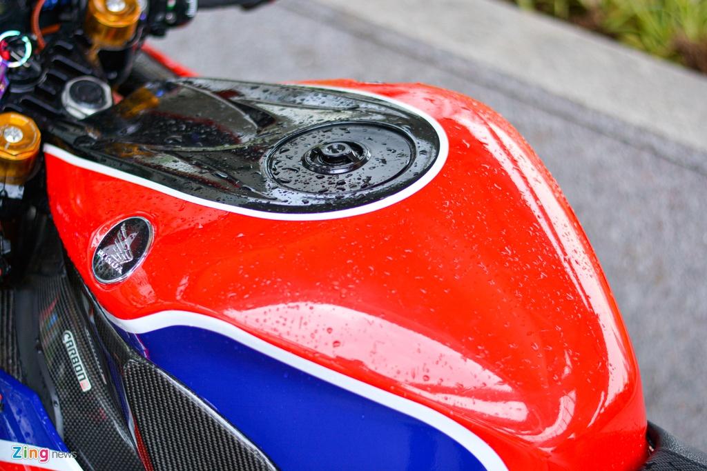 Honda CBR1000RR cung loat do choi dat tien anh 9