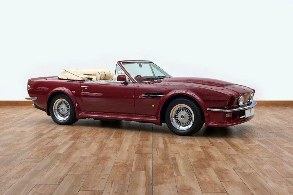 David Beckham rao ban xe co Aston Martin V8 Volante 1988 anh 1