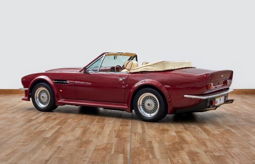 David Beckham rao ban xe co Aston Martin V8 Volante 1988 anh 2