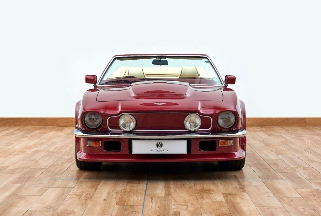 David Beckham rao ban xe co Aston Martin V8 Volante 1988 anh 6