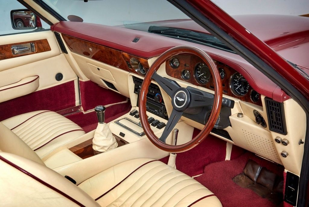 David Beckham rao ban xe co Aston Martin V8 Volante 1988 anh 4
