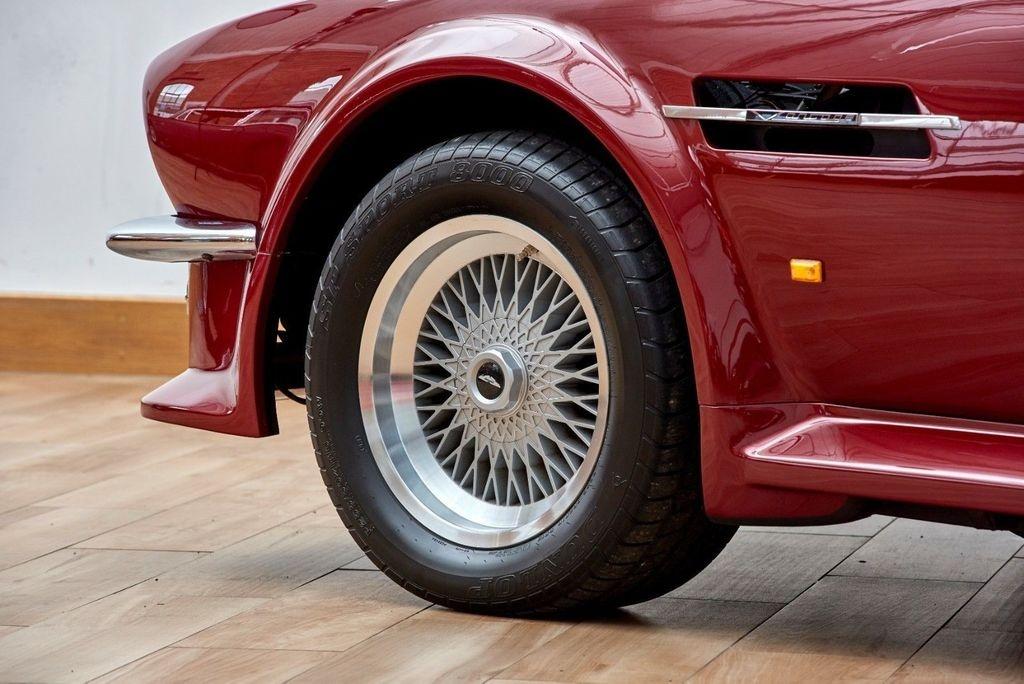 David Beckham rao ban xe co Aston Martin V8 Volante 1988 anh 3