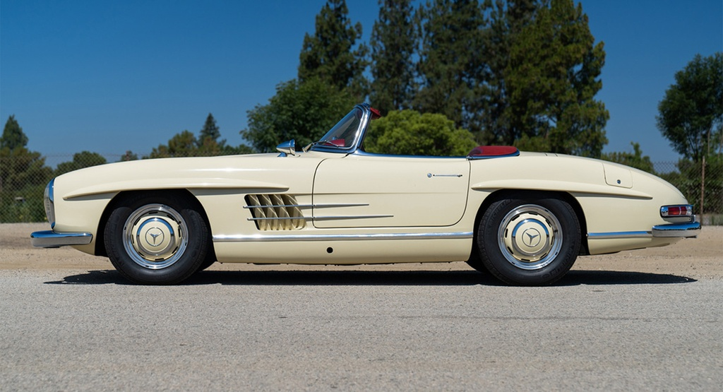 Mercedes-Benz 300 SL Roadster doi 1961 rao ban gan mot trieu USD anh 2