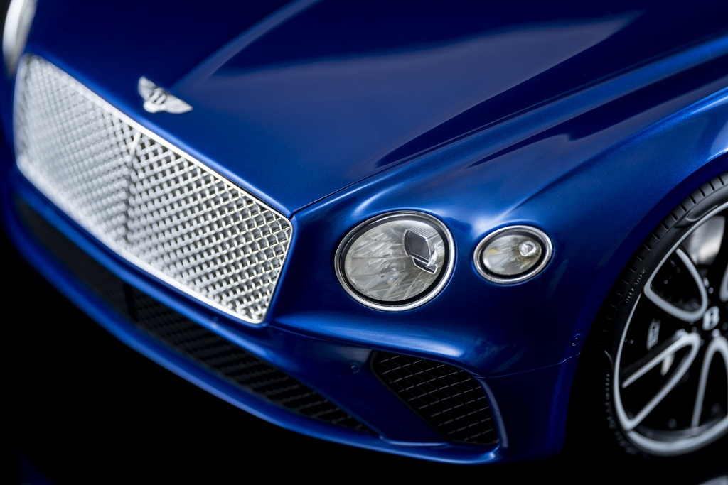 Chi tiet mo hinh Bentley Continental GT gia hon 9.000 USD anh 2