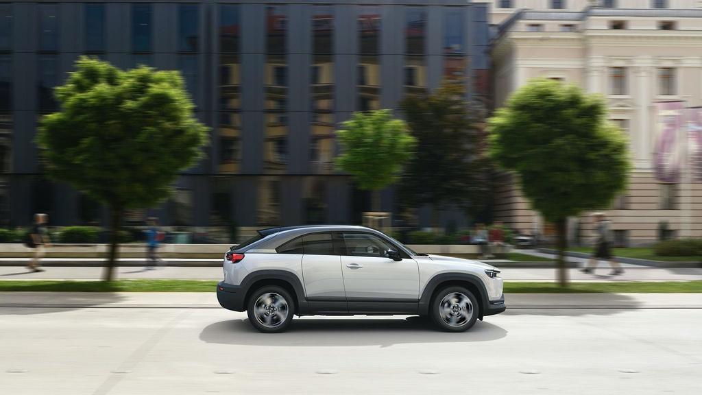 Ra mat Mazda MX-30 phien ban dung dong co hybrid e-Skyactiv G anh 2