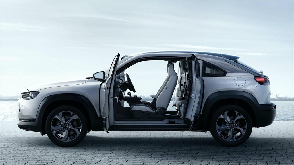 Ra mat Mazda MX-30 phien ban dung dong co hybrid e-Skyactiv G anh 6