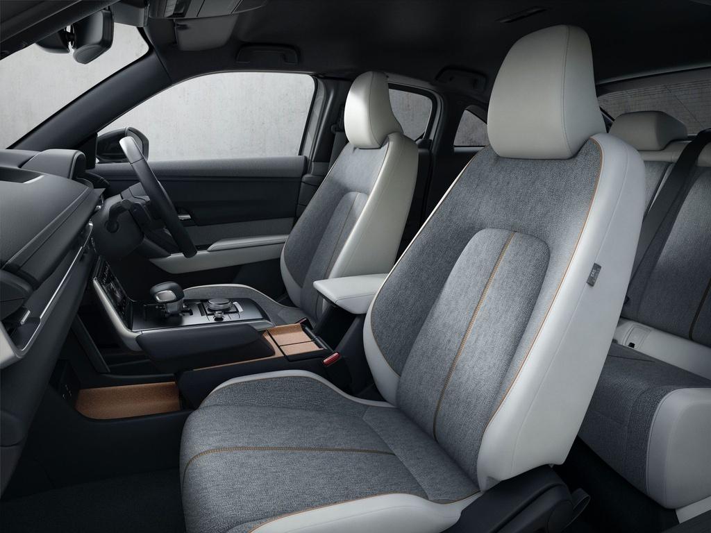 Ra mat Mazda MX-30 phien ban dung dong co hybrid e-Skyactiv G anh 4