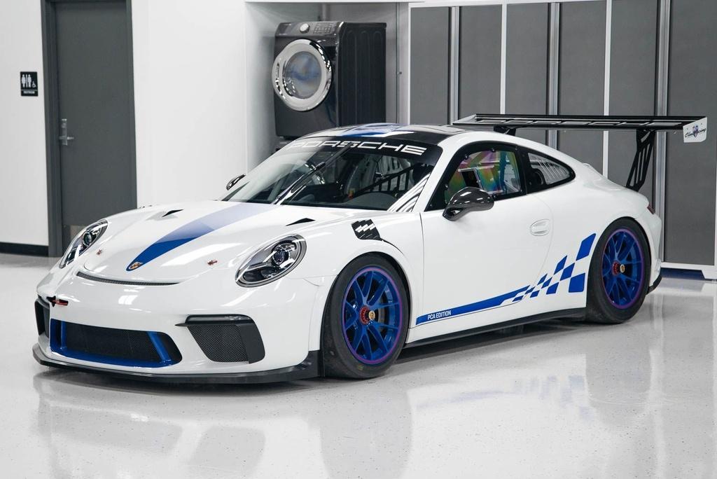 Dau gia Porsche 911 GT3 phien ban xe dua,  re hon Porsche 911 moi o VN anh 1