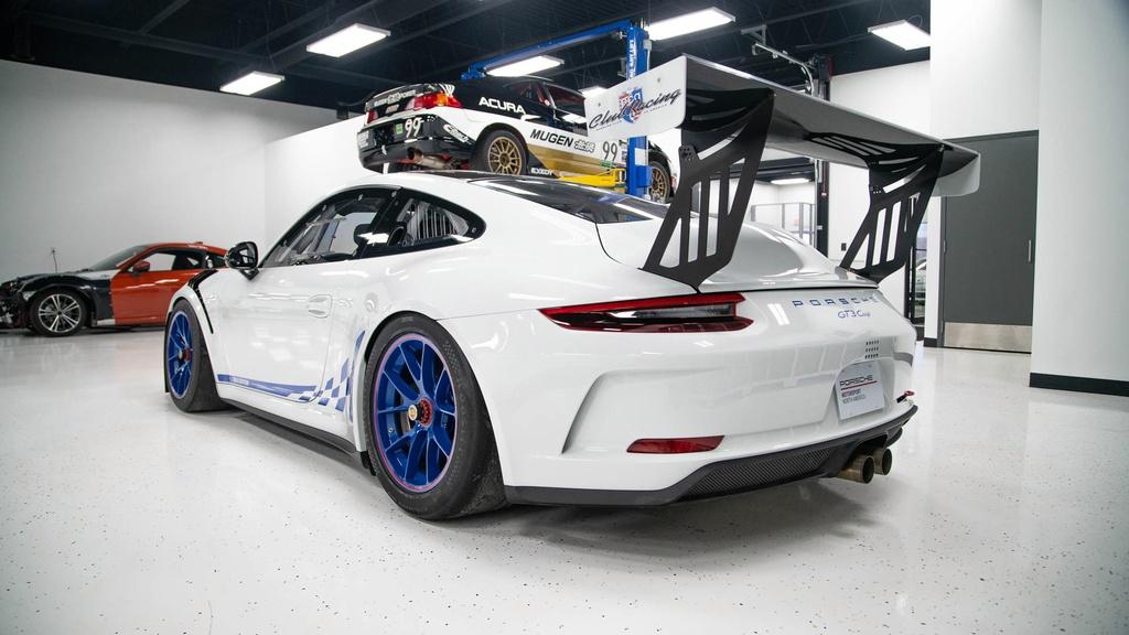 Dau gia Porsche 911 GT3 phien ban xe dua,  re hon Porsche 911 moi o VN anh 2