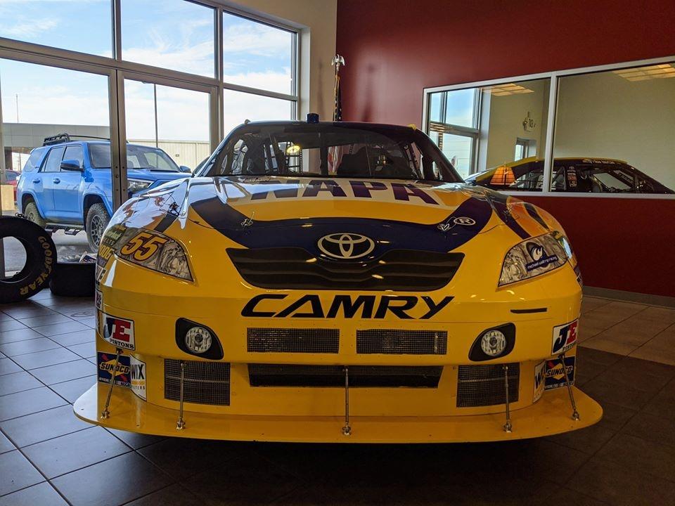 Toyota Camry phien ban xe dua NASCAR manh hon McLaren 720S anh 2