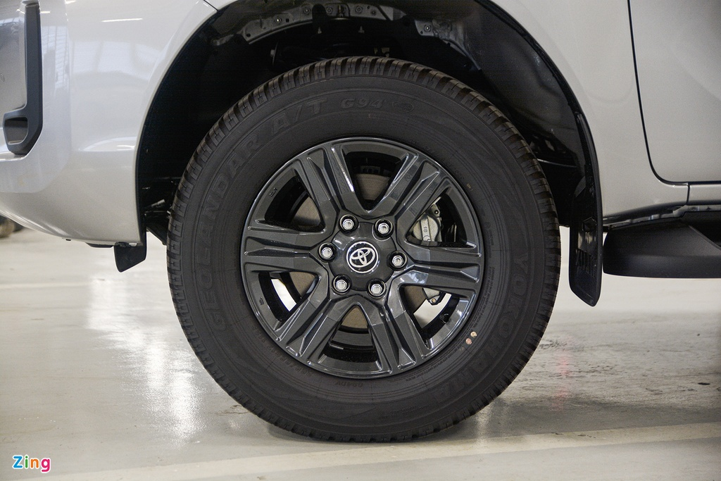 Chi tiet Toyota Hilux 2020 tai VN - 4 phien ban,  gia tu 628 trieu dong anh 5