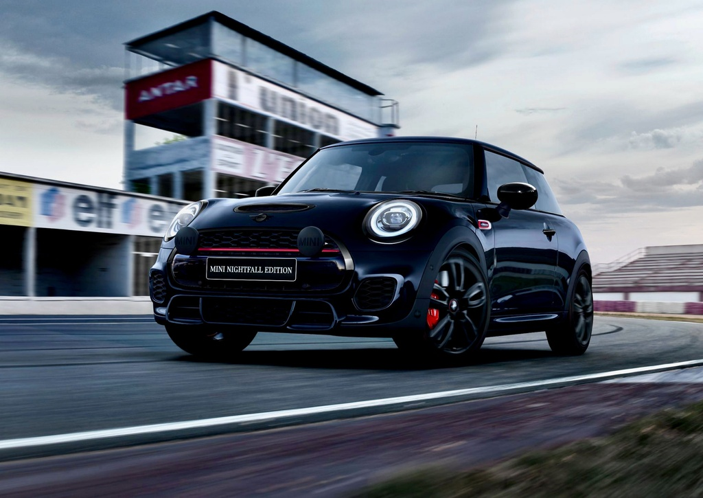 Mini JCW Nightfall Edition duoc ra mat voi so luong chi 40 chiec anh 2