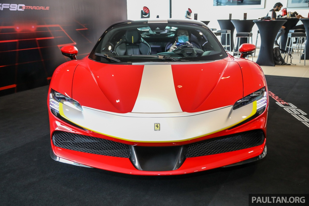 Sieu xe Ferrari SF90 Stradale duoc ra mat tai Malaysia anh 8