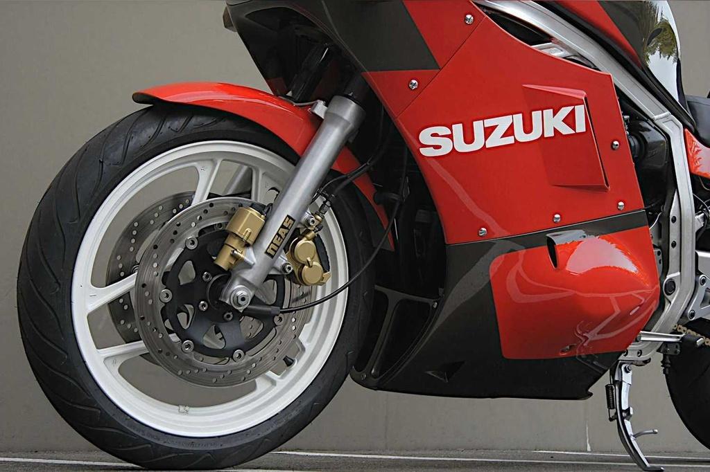 Suzuki GSX-R750 Limited Edition JDM cu duoc rao ban gia 14.000 USD anh 3