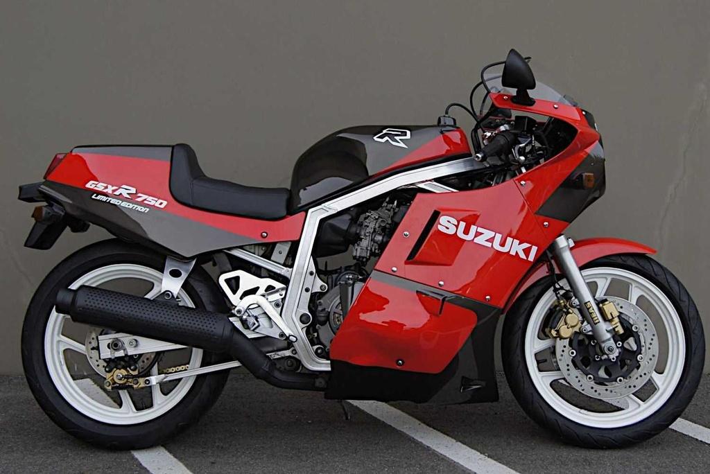 Suzuki GSX-R750 Limited Edition JDM cu duoc rao ban gia 14.000 USD anh 4