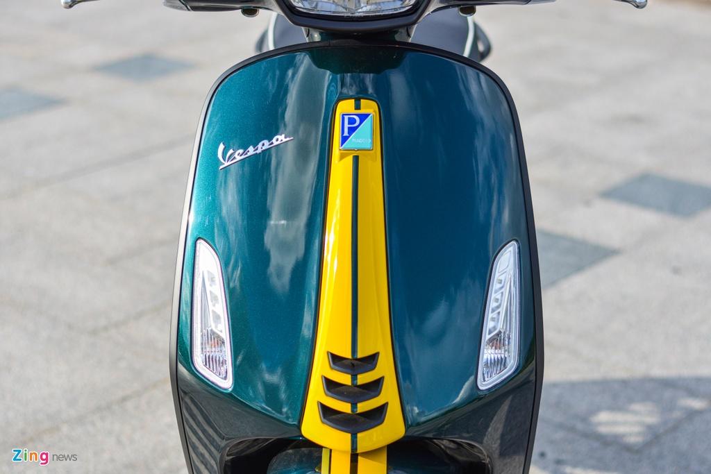 Chi tiet Vespa Sprint 150 Racing Sixties gia 94, 9 trieu tai VN anh 3