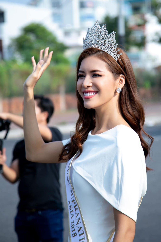 Minh Tu: 'Toi va Lan Khue deu top 10, mong Hoang Thuy pha loi nguyen' hinh anh 2