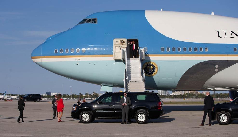 Vua nham chuc 2 tuan, ong Trump ngon trieu USD nghi duong hinh anh 1