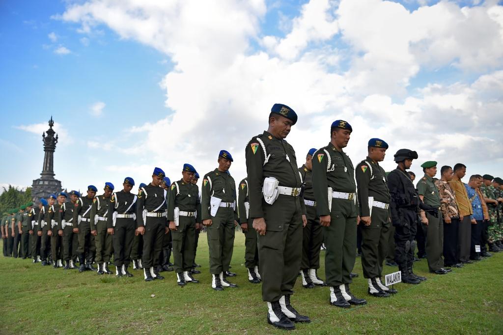 Ong Obama dao choi tren dong lua o 'que huong' Indonesia hinh anh 7