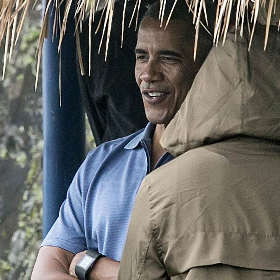 Ong Obama dao choi tren dong lua o 'que huong' Indonesia hinh anh 4