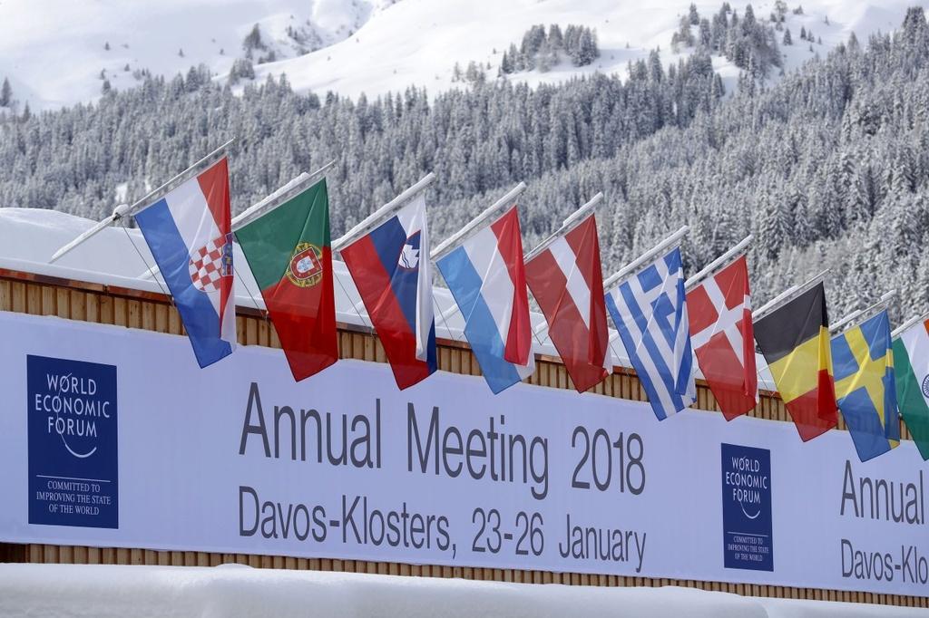 Cuoc doi dau kich tinh giua Trump va gioi tinh hoa tai Davos hinh anh 3