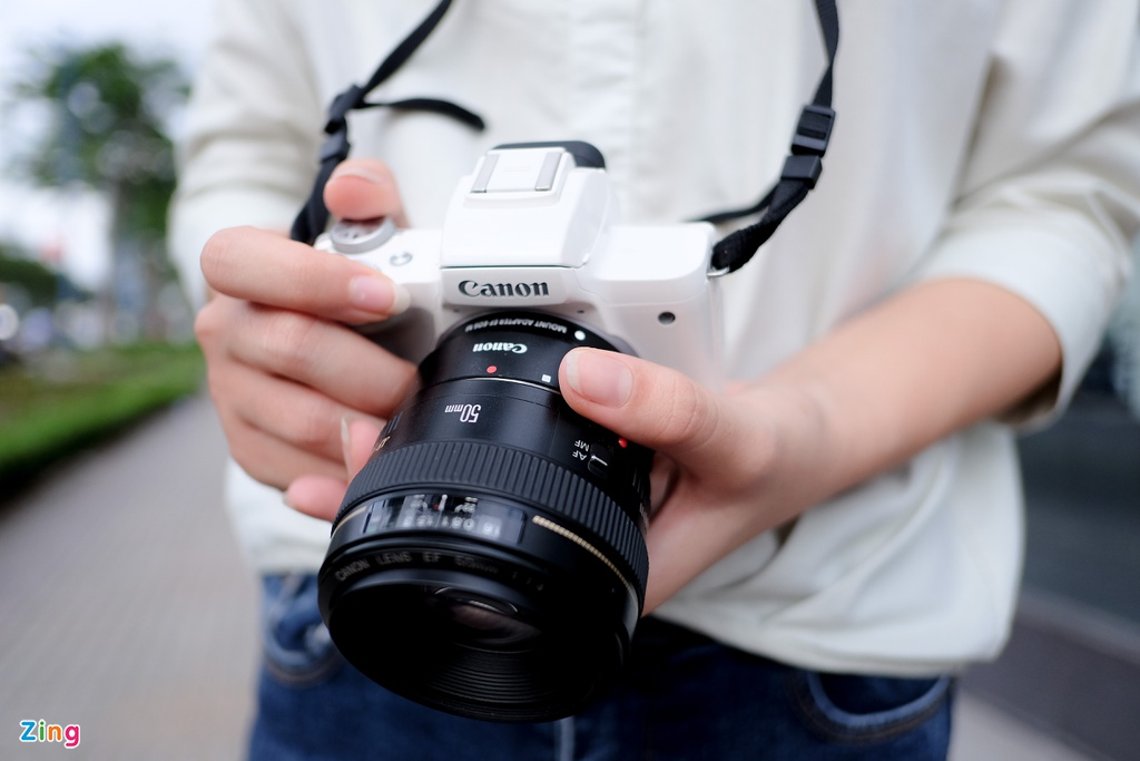 #Conenmua: Canon EOS M50 - don truc dien vao Fujifilm, Sony hinh anh 3