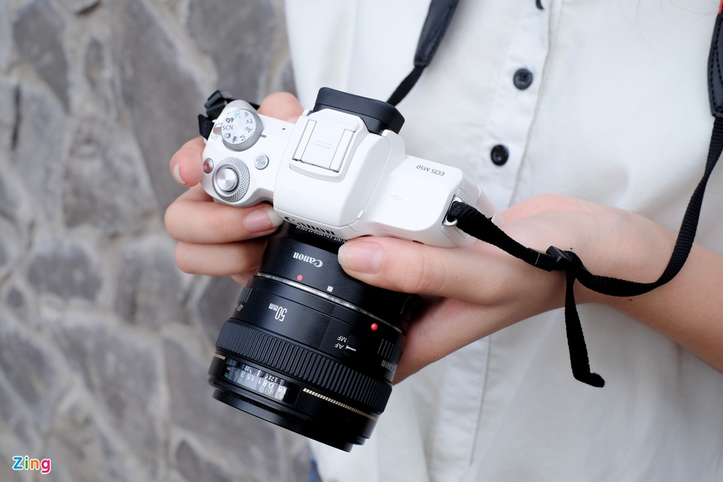 #Conenmua: Canon EOS M50 - don truc dien vao Fujifilm, Sony hinh anh 4