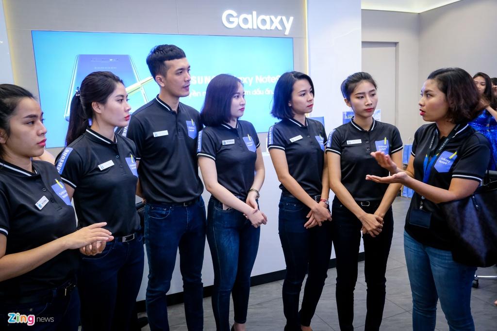 Nguoi dung xep hang 15 gio ngoai troi de mua duoc Samsung Galaxy Note9 hinh anh 5