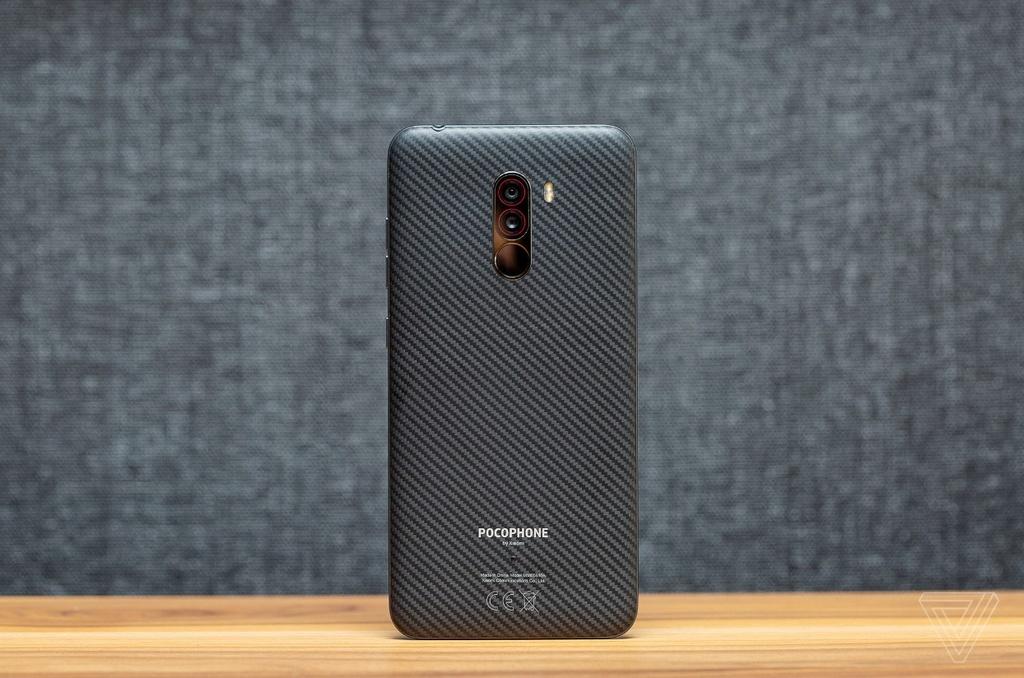 Pocophone - tro 've sau thoat xac' gia re cua Xiaomi de dau Samsung hinh anh 5