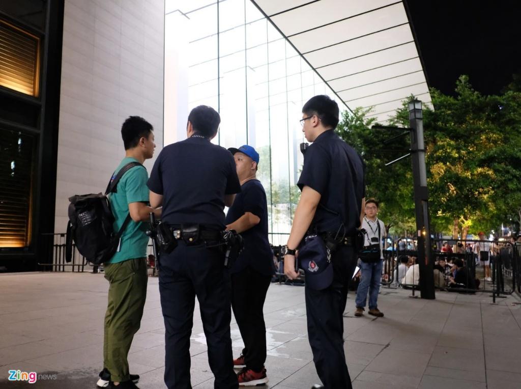 Huawei bat ngo phat qua cho nguoi cho mua iPhone XS o Singapore hinh anh 4