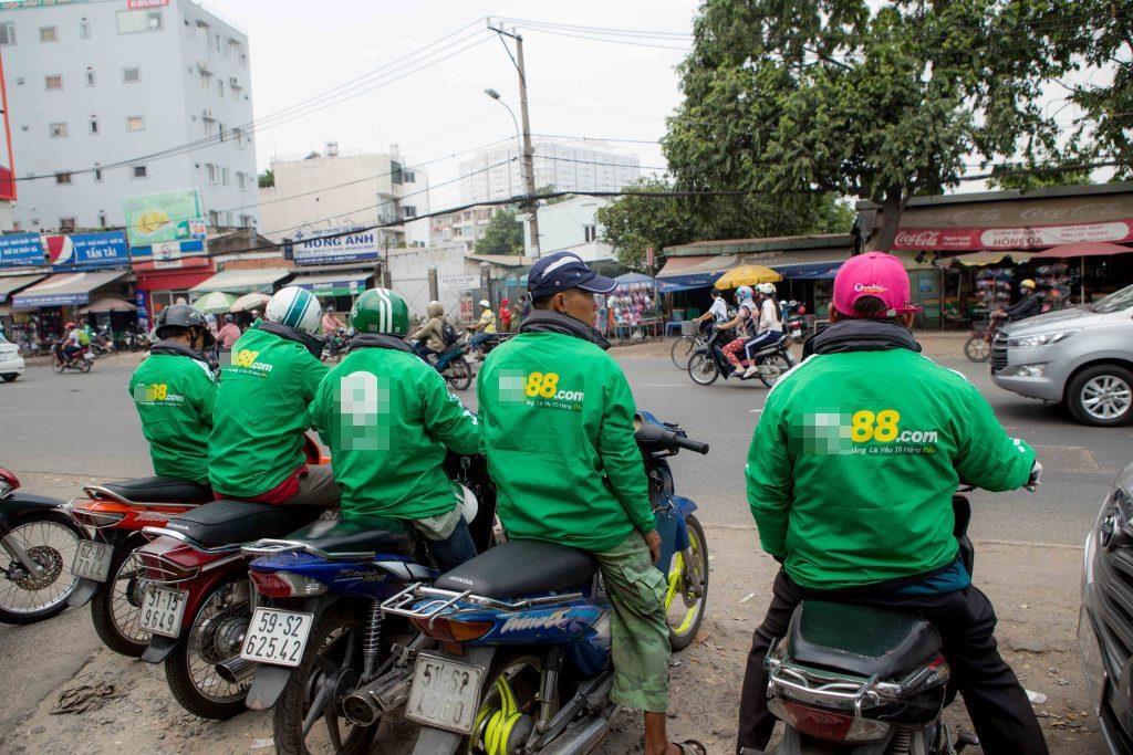 Sau Kha Banh, Tram Anh, ai dang quang ba co bac online o Viet Nam? hinh anh 1