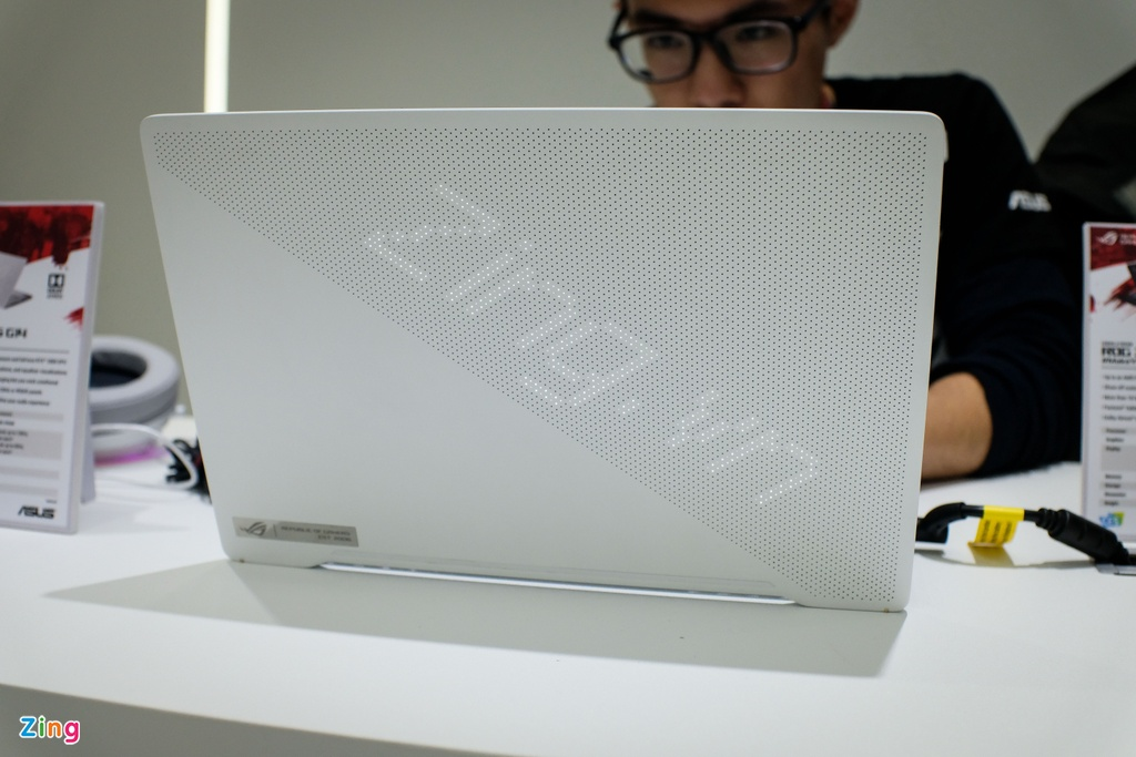 Chi tiet laptop 14 inch manh, nhe nhat the gioi hinh anh 6 asus_zing_2.JPG