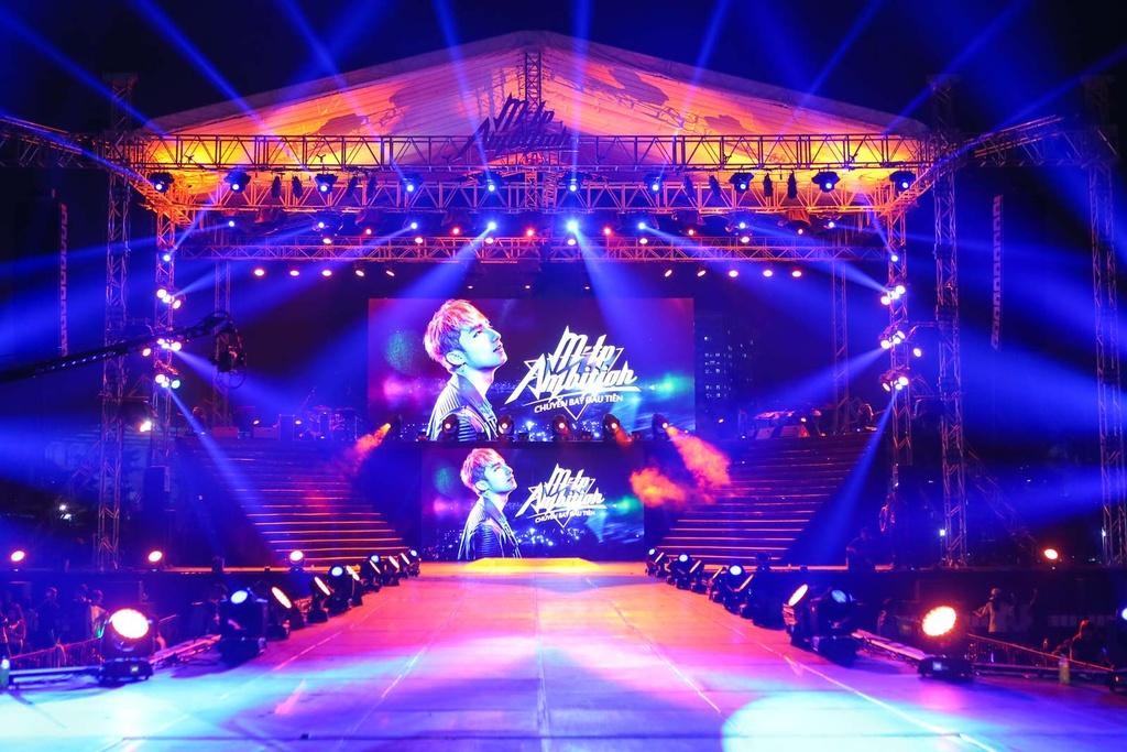 Thieu Bao Tram toi xem live show cua Son Tung hinh anh 14