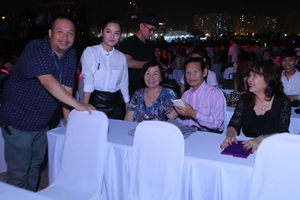 Thieu Bao Tram toi xem live show cua Son Tung hinh anh 7