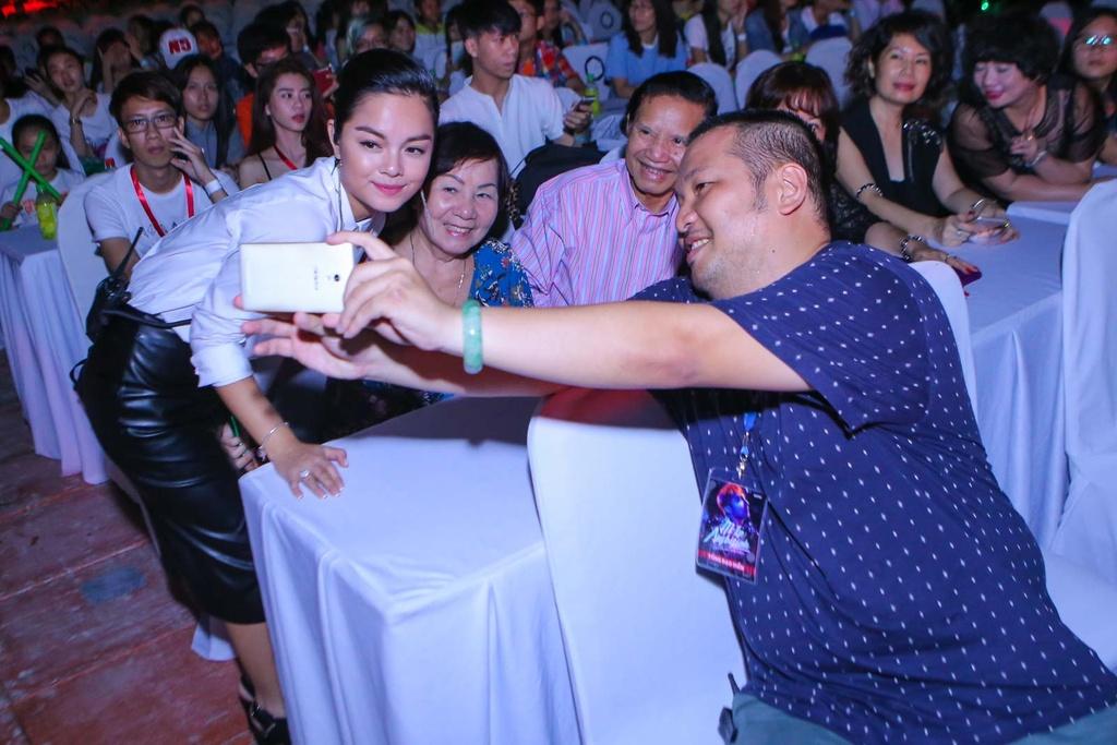 Thieu Bao Tram toi xem live show cua Son Tung hinh anh 8