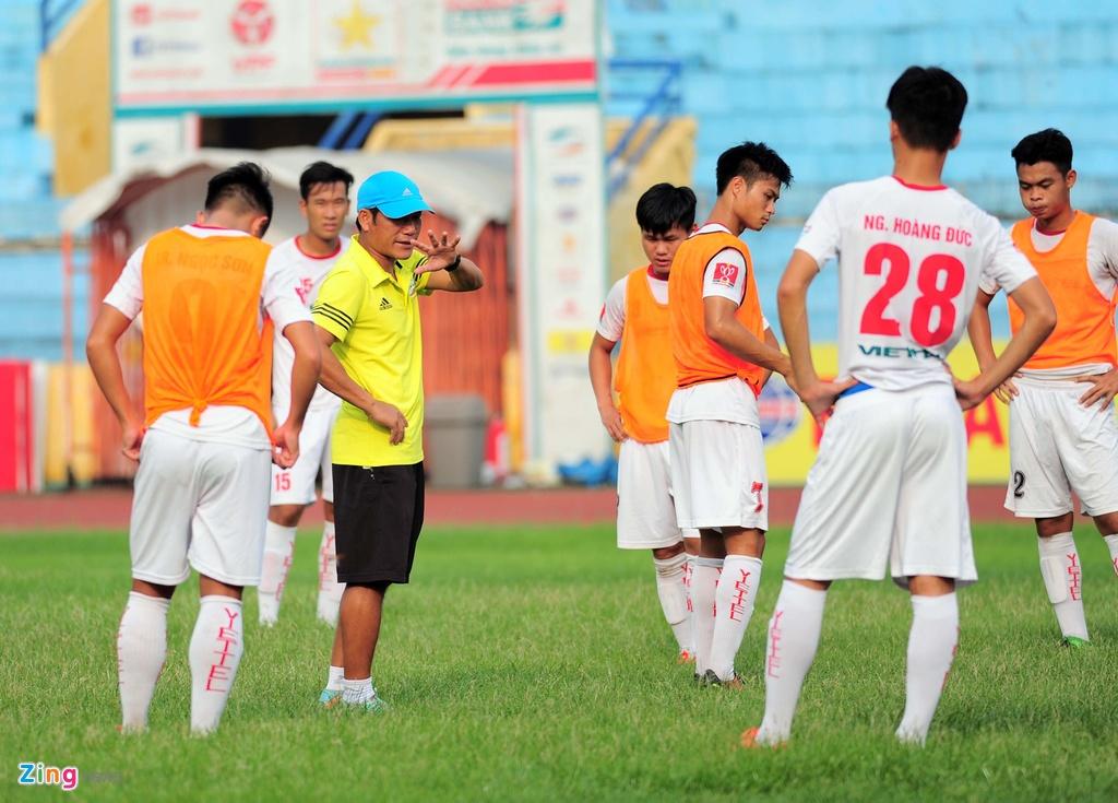 Hau due The Cong vat suc cho thang hang V.League hinh anh 4