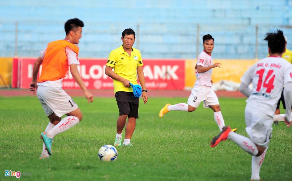 Hau due The Cong vat suc cho thang hang V.League hinh anh 11