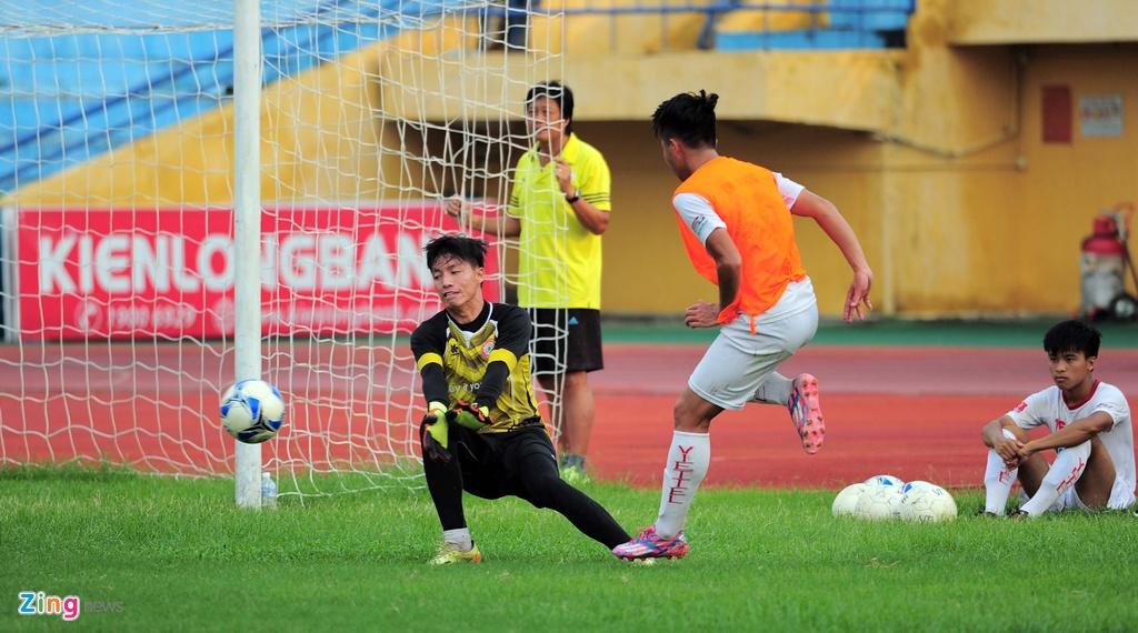 Hau due The Cong vat suc cho thang hang V.League hinh anh 13