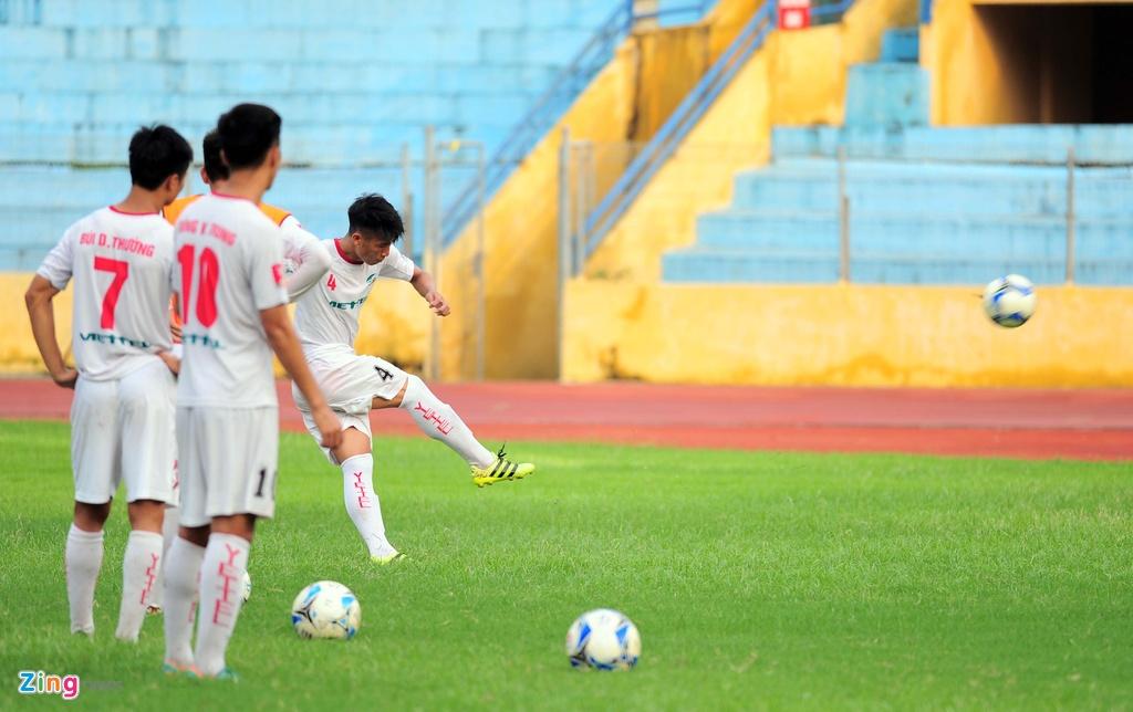 Hau due The Cong vat suc cho thang hang V.League hinh anh 14