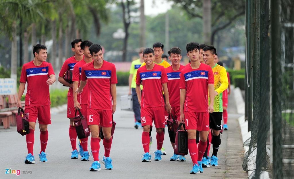 HLV U20 Viet Nam khien cac hoc tro 'meo mat' vi tap nang hinh anh 1