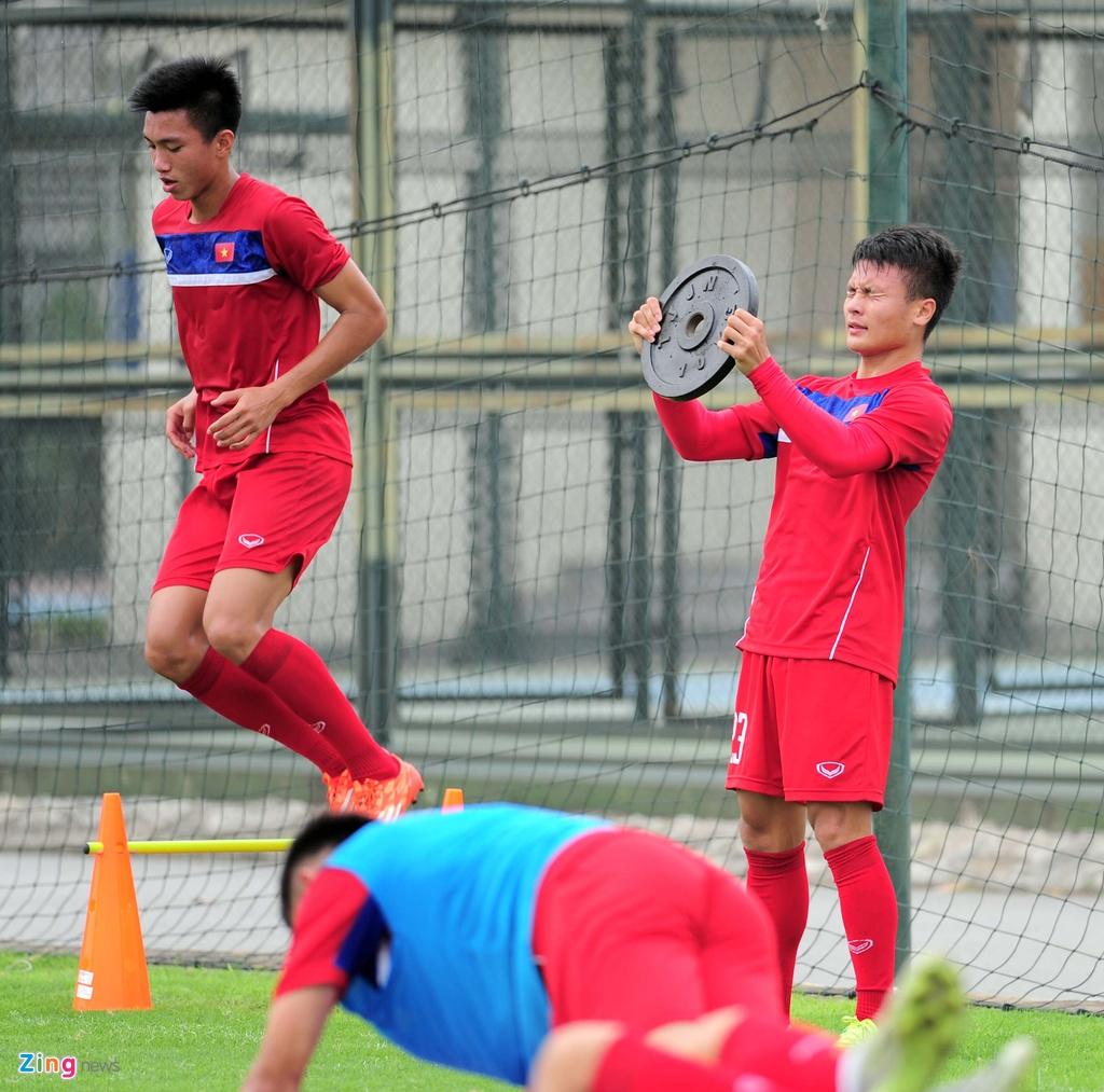 HLV U20 Viet Nam khien cac hoc tro 'meo mat' vi tap nang hinh anh 6